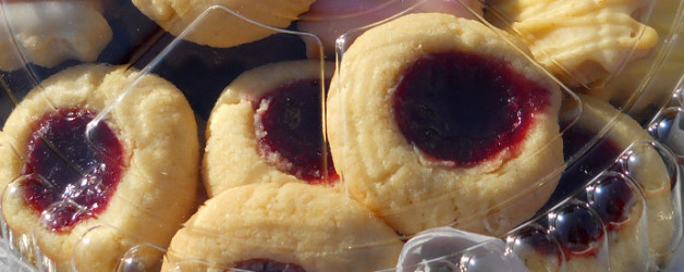 Round butter cookies with blackberry jam filling